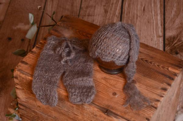 Conjunto de angora pantalón y gorro largo gris oscuro