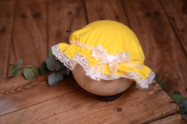 Gorro de baño para bebé amarillo y blanco