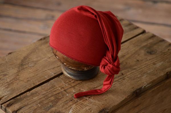 Bonnet maille long avec noeud rouge vin