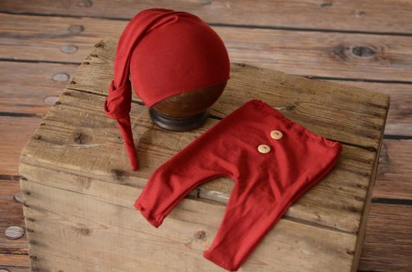 Pack de pantalón y gorro largo de punto con nudo rojo vino