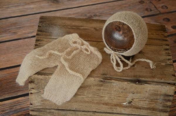 Beige adapted mohair pants and hat set