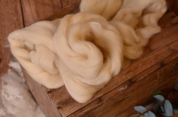 Dark beige natural combed wool