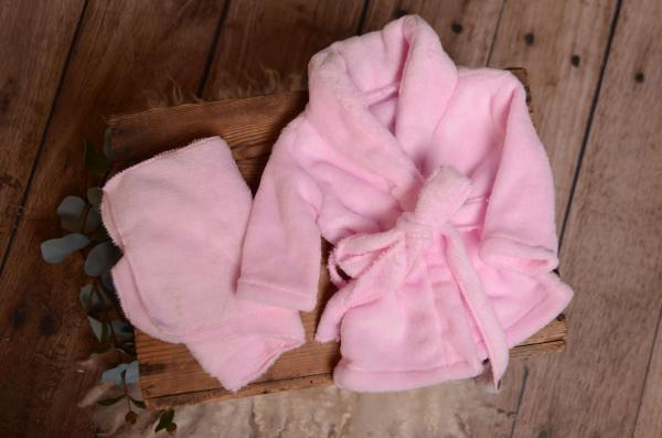 Albornoz con toalla rosa