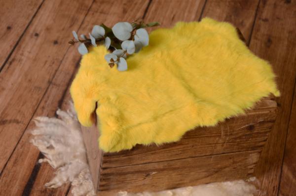 Tejido de piel amarillo