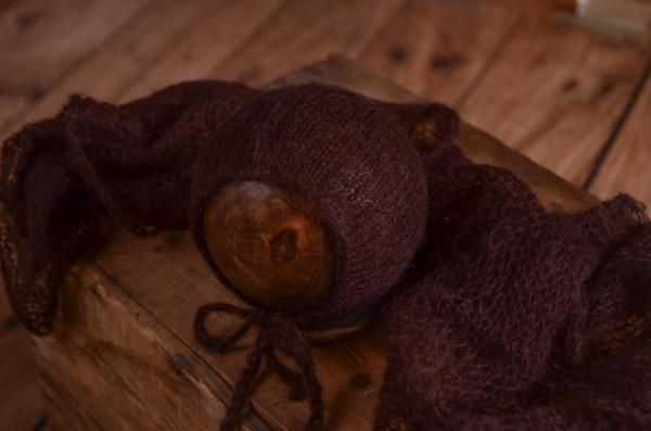 Set de wrap y gorro de angora marrón oscuro