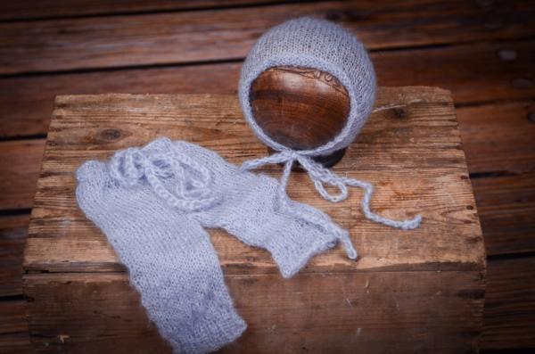 Completo di angora pantalone e berretto aderente celeste chiaro