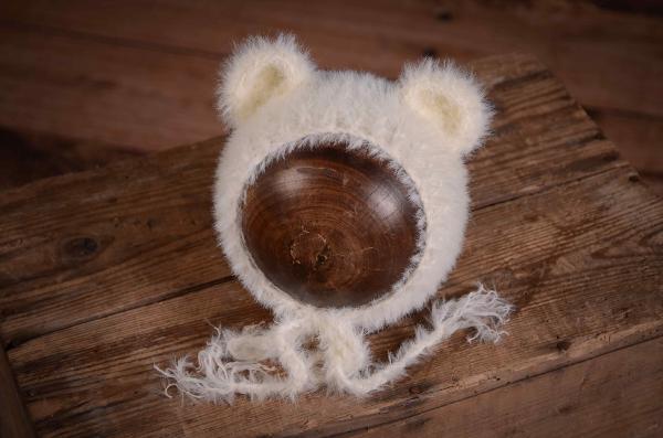 Mütze mit kleinen Ohren  aus Pelzstoff in Weiß