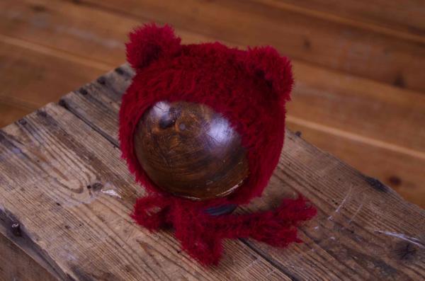 Mütze mit Ohren aus Pelzstoff in Bourdeaux