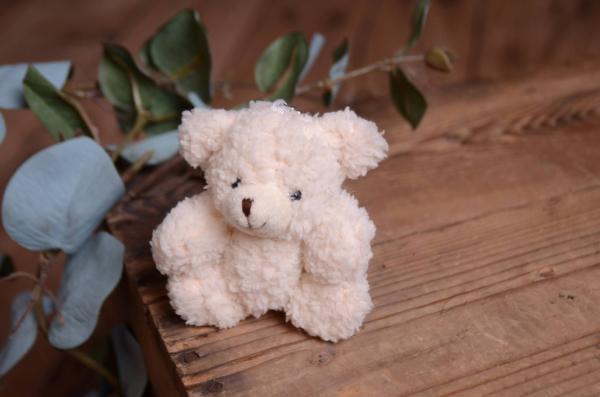 Petit ours en peluche blanc écru 12 cm