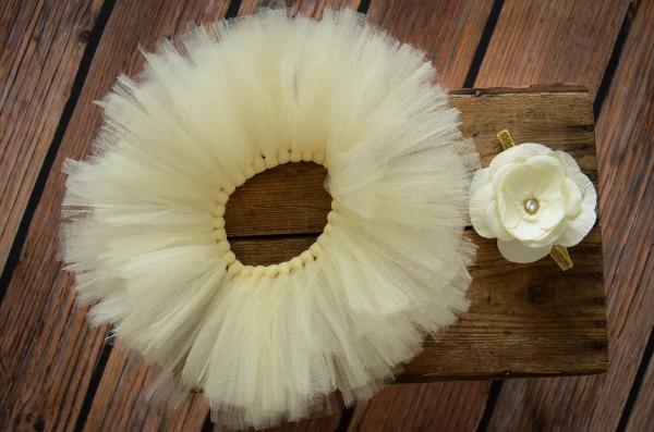 Set Tutu aus Tüll und Kopfputz mit Blume in Cremeweiß