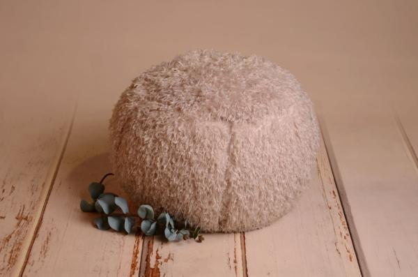 Light grey cover for multiposition puff with feathers