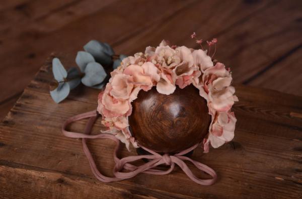 Dark pink flower bonnet