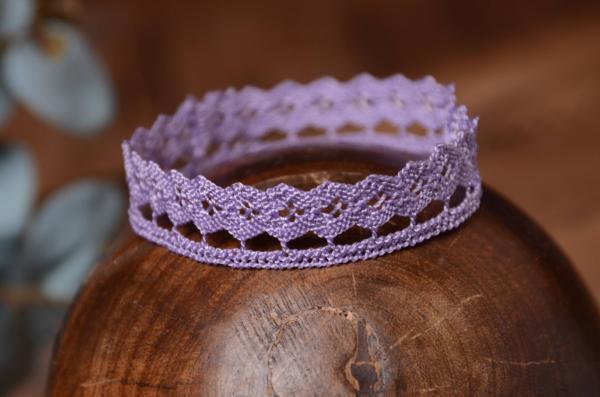 Corona de encaje lila