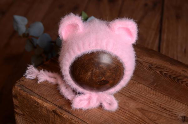 Mütze mit kleinen Ohren aus Pelzstoff in Hellrosa