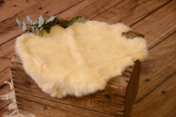 Tissu en fourrure beige