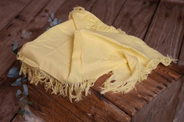 Tejido con flecos amarillo claro