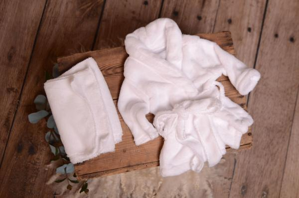 Albornoz con toalla blanco