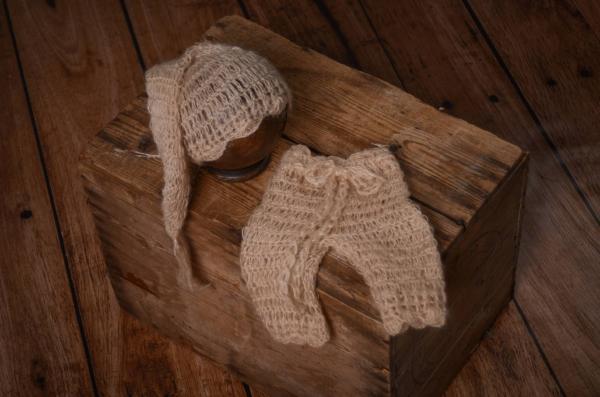 Completo di angora pantalone e berretto lungo beige