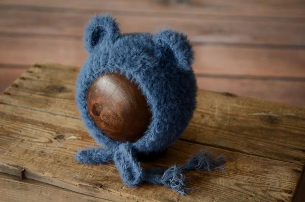 Mütze mit kleinen Ohren aus Pelzstoff in Blau