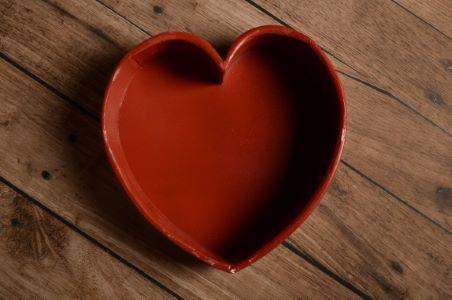 Terrine rustique cœur rouge avec tares
